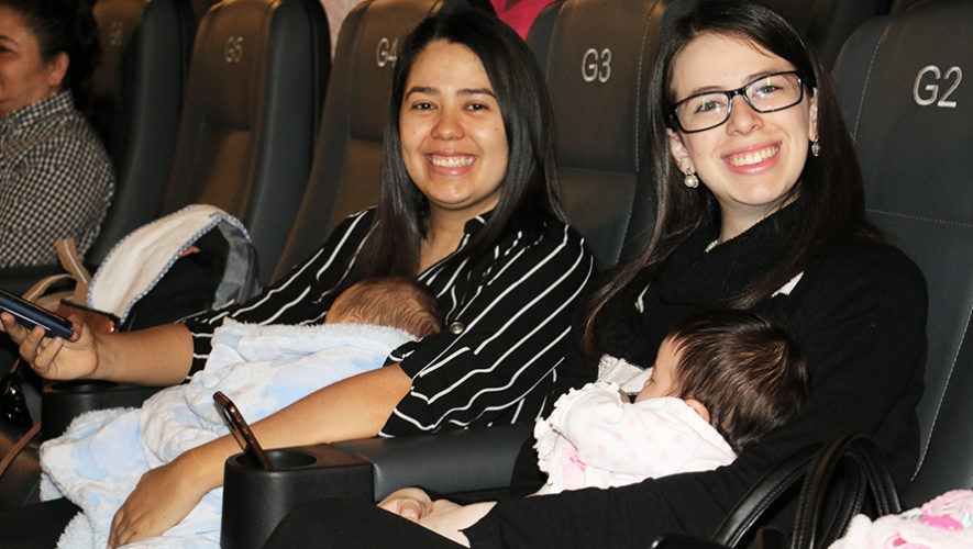 Proyección de cine especial para padres y bebés