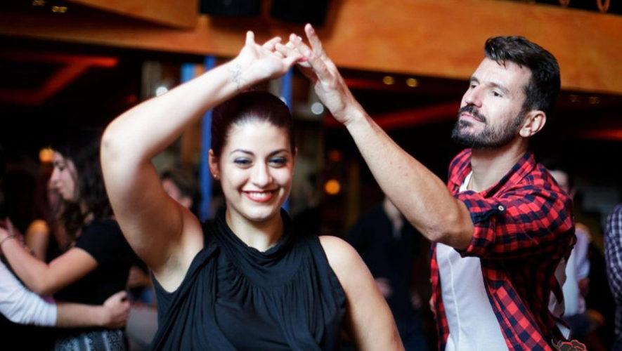 Clase gratis de salsa en Antigua Guatemala | Julio 2018