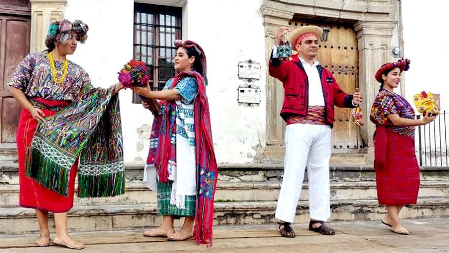 Desfile de trajes regionales en Antigua Guatemala | Agosto 2018