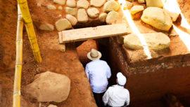 El descenso del abuelo: monumento descubierto en Tak'alik Ab'aj, Retalhuleu