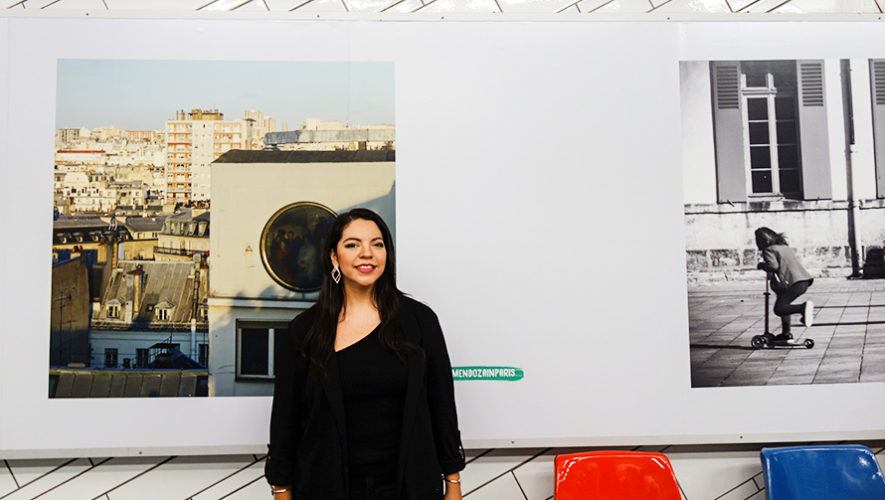 Mariela Mendoza expone una foto en estaciones del Metro de París, Francia