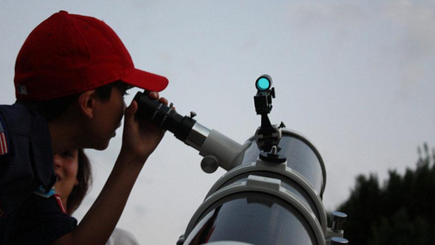 Una noche para observar a Marte con telescopios en compañía de expertos en astronomía