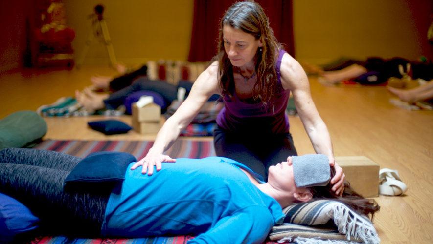 Taller gratuito de yoga restaurativo | Julio 2018