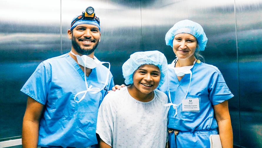 Cirugía plástica gratuita para niños y adolescentes, agosto 2018