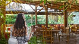 Restaurantes dentro de cabañas de madera en Guatemala