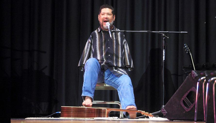 Presentación de Tony Meléndez en Guatemala