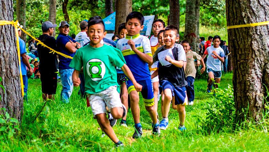 Carrera Infantil Pequeños Campeones en Tecpán   Octubre 2018