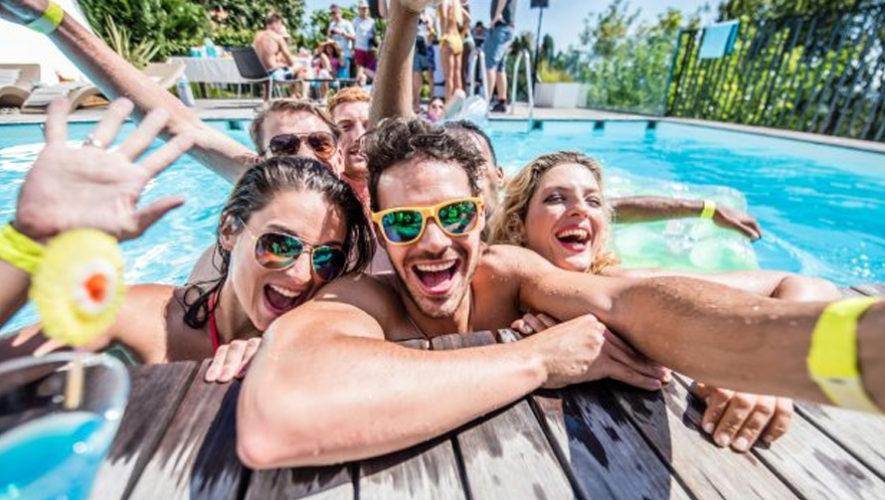 Fiesta de Independencia en la piscina de Mi Paraíso Monterrico Hotel y Resort | Septiembre 2018