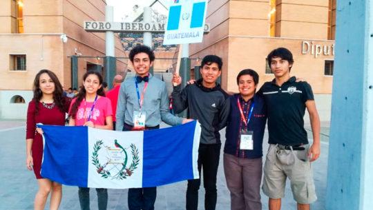 Alessandro Santos ganó un medalla de bronce en Olimpiada de Matemática en España