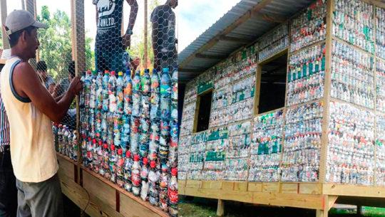 Con más de 6,000 ecoladrillos construyeron un salón de clases en El Quetzalito, Izabal