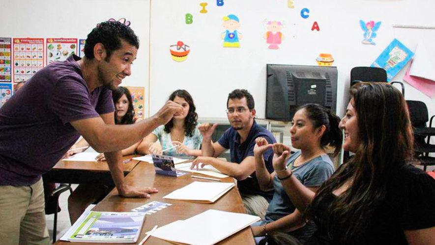 Curso de lenguaje de señas a bajo costo en el Comité Pro Ciegos y Sordos, octubre 2018