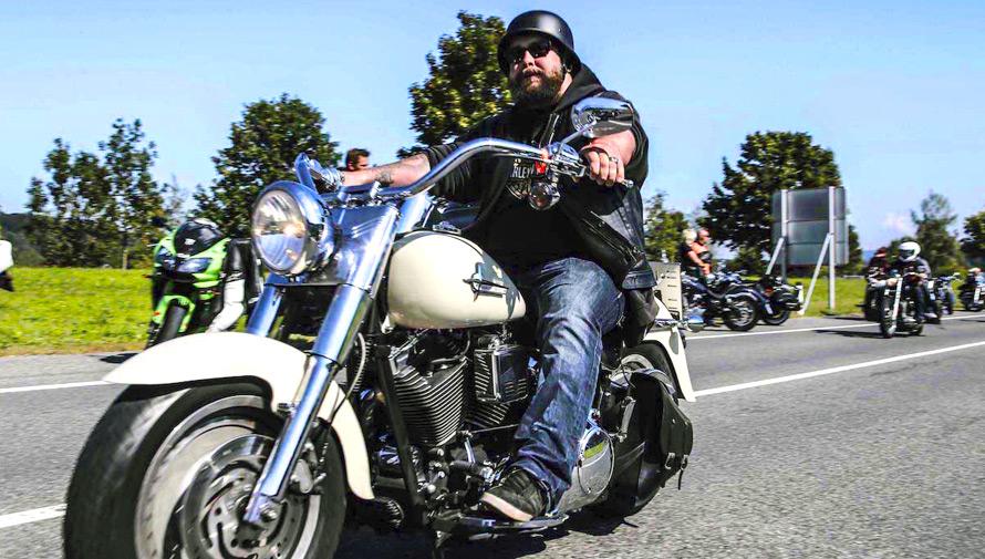 Festival y caravana de motocicletas vintage en Guatemala