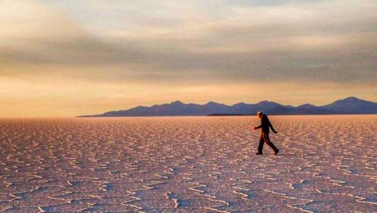 Juan-Carlos-Sagastume-es-la-primera-persona-del-mundo-en-atravesar-el-Salar-de-Uyuni