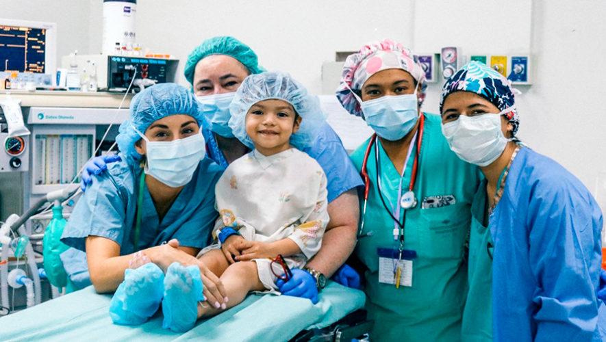Cirugía gratuita de labio y paladar hendido para niños y adolescentes, noviembre 2018
