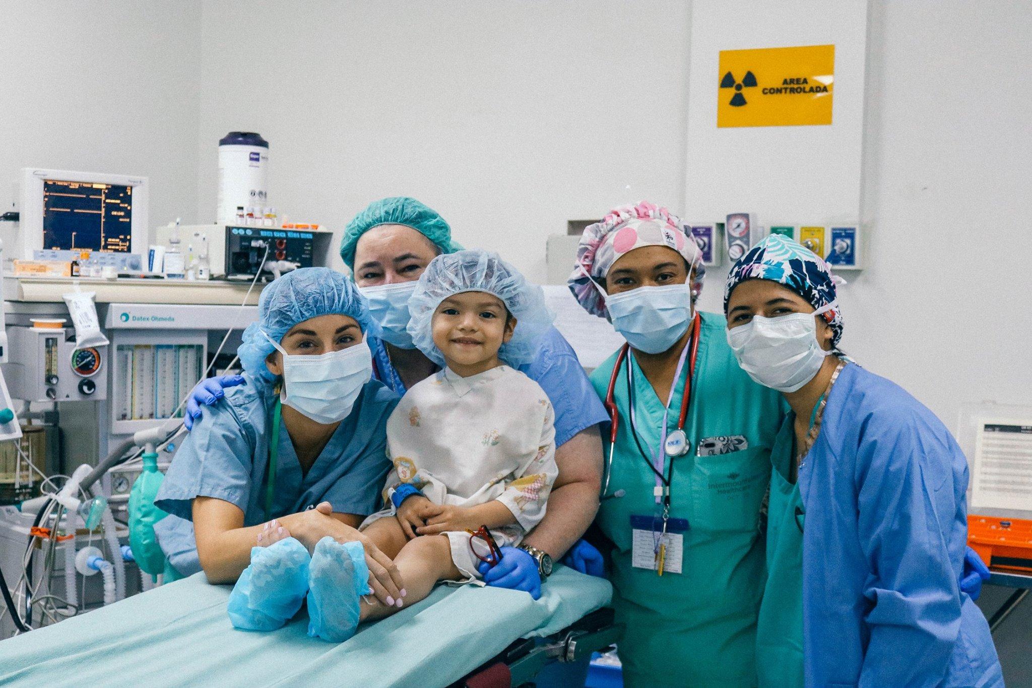 Cirugía plástica gratuita para niños y adolescentes