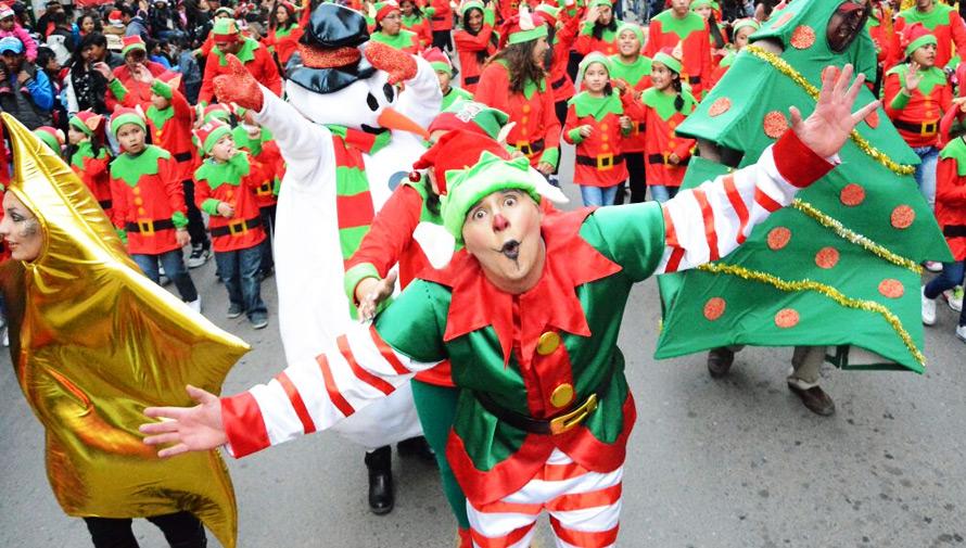 Desfile Navidad en tu Barrio en zona 6