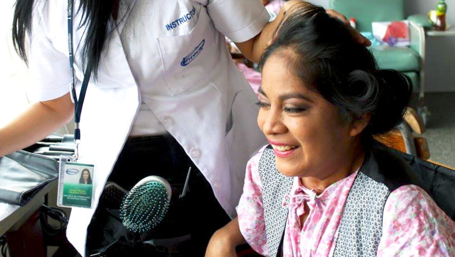 Entrega gratuita de pelucas para pacientes con cáncer | Noviembre 2018