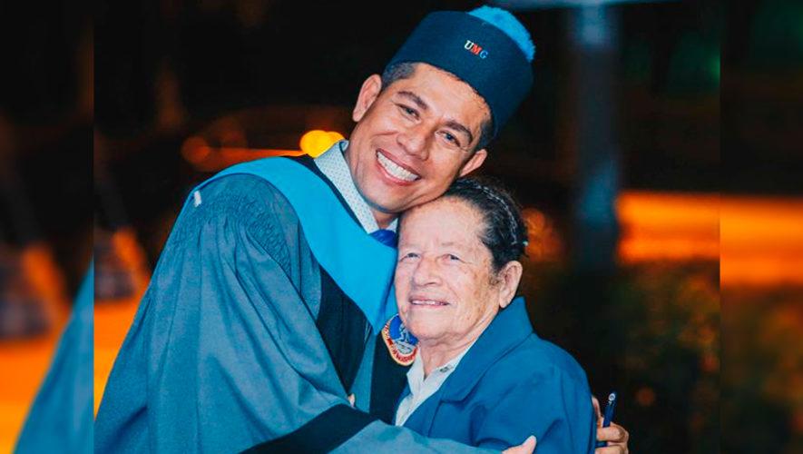 Ezequiel Quinteros se graduó de la universidad, después de vender 960 tamales en Chiquimula
