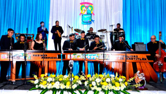 Guatemaltecos interpretan en marimba Bohemian Rhapsody de Queen