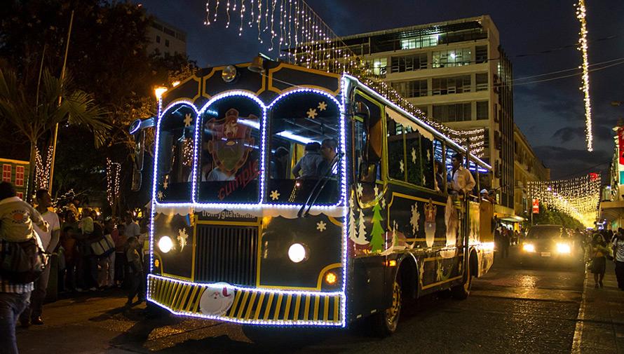Paseos gratuitos en trolley en el Festival Navideño Paseo de la Sexta
