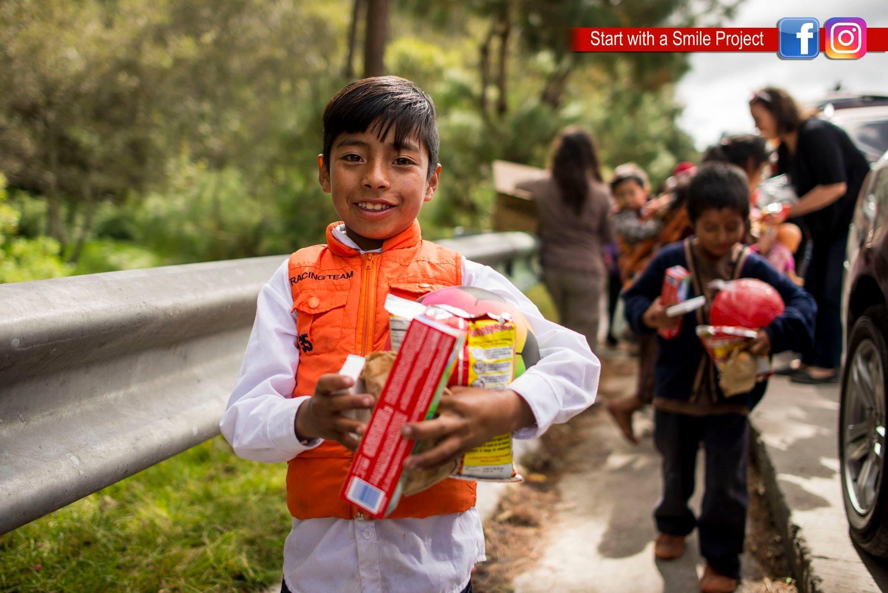 Recaudarán regalos de Navidad para los niños de la carretera hacia Tecpán