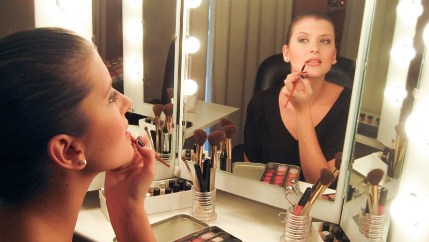 Taller de automaquillaje impartido por la maquillista Jennifer López   Noviembre 2018