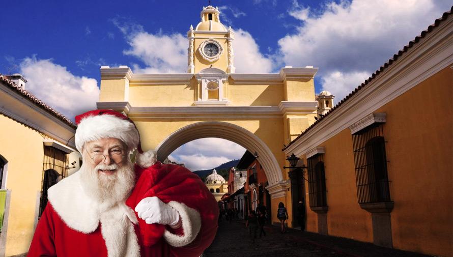 Fotografías navideñas en la Calle del Arco, Antigua Guatemala