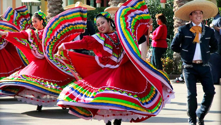 Show de danzas folklóricas de varios países en Guatemala | Diciembre 2018
