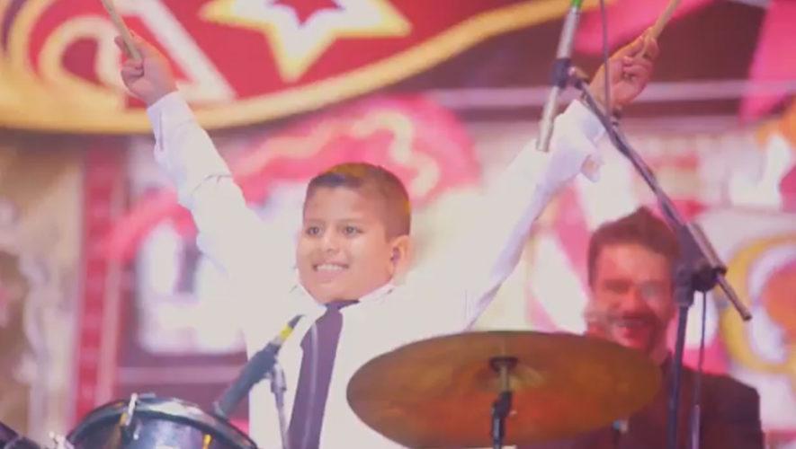 Ricardo Arjona cumpllió sueño de niño que quería tocar en su concierto..