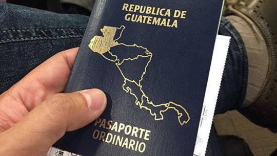 Calcomanía para el pasaporte vencido en Guatemala