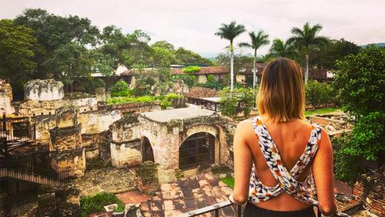 hoteles rodeados de ruinas en Guatemala