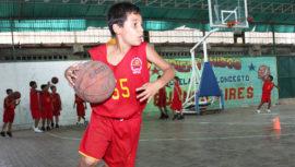 Clases gratuitas de básquetbol en la Ciudad de Guatemala