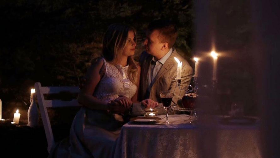 Cena romántica bajo las estrellas