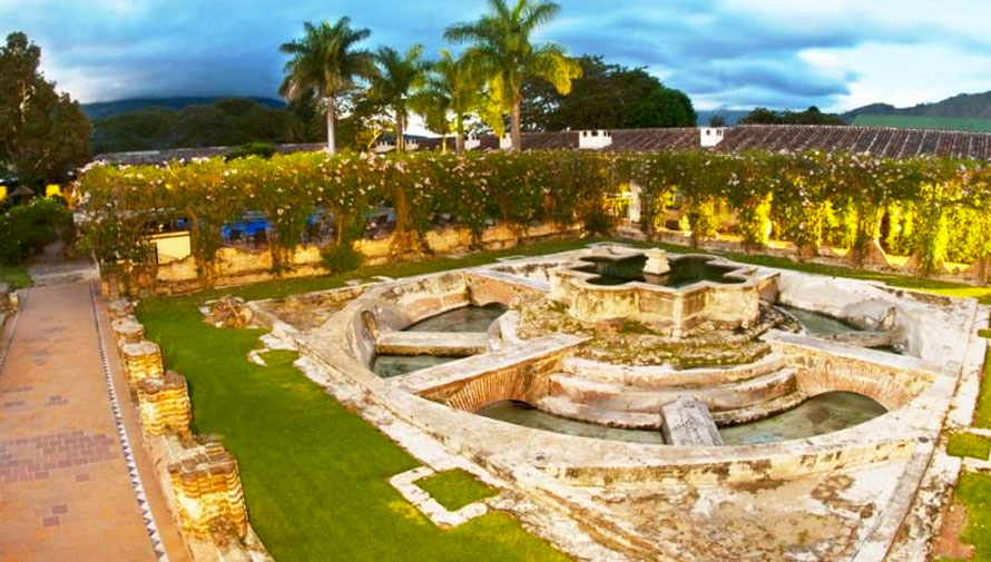 Jardines para bodas en antigua guatemala for Casa minimalista guatemala