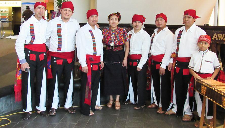 Marimba Maya Awal representa a Guatemala en un museo de Estados Unidos