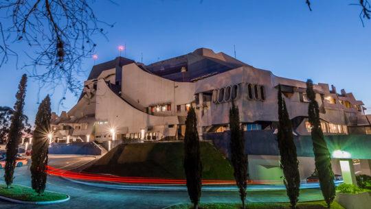 Observa la luna llena y las estrellas con telescopios en el Centro Cultural Miguel Ángel Asturias