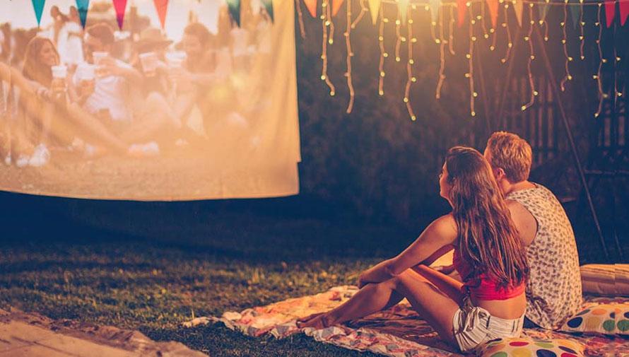 Cine, música y picnic en el jardín de Museo Miraflores