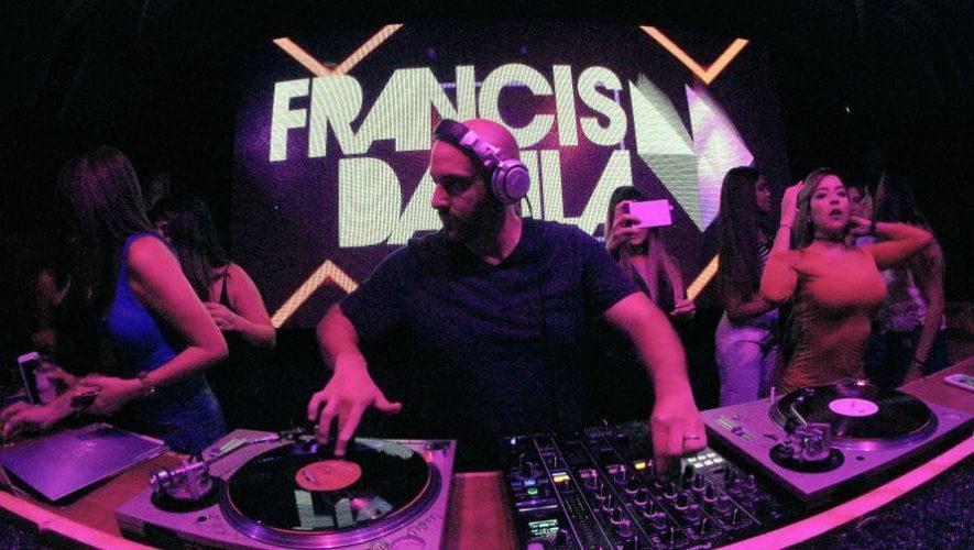 Fiesta con DJ Francis Davila | Febrero 2018