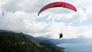 Vuela sobre el Lago Atitlán en parapente   Abril 2018