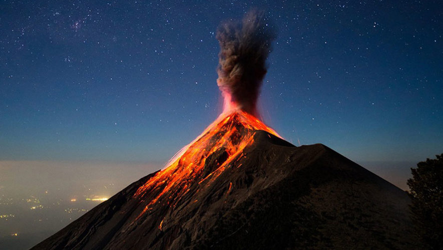 Ascenso nocturno al volcán de Fuego para ver el amanecer | Marzo 2018