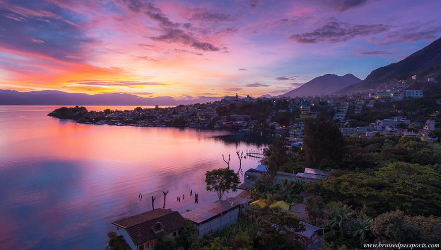 El Lago de Atitlán es uno de los 8 impresionantes lagos que debes visitar antes de morir
