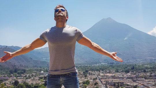 El cantante Pablo Alborán visitó Antigua Guatemala