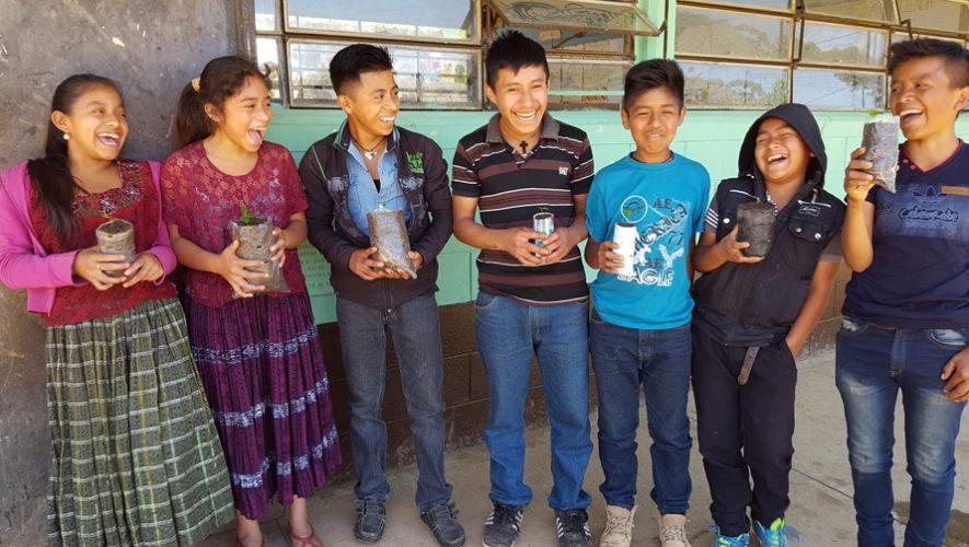 Estudiantes de Alta Verapaz crearon un vivero con árboles frutales