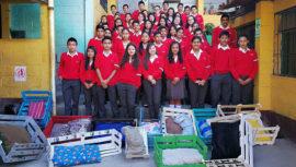 Estudiantes de San Juan Sacatepéquez construyeron casas para perros sin hogar