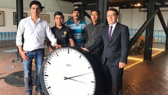 Instalaron réplica del Reloj de la Lucha en la antigua estación del Ferrocarril de los Altos