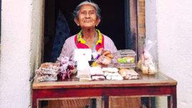 La historia de doña Josefina, vendedora de dulces típicos en Antigua Guatemala