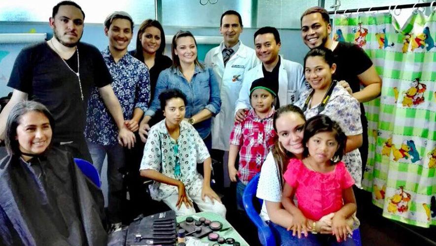 Realizaron peinados y cortes de cabello gratis a pacientes del Hospital General San Juan de Dios