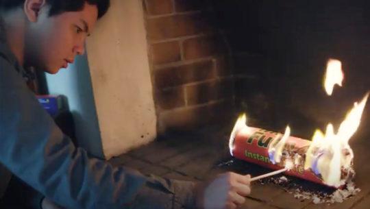 Ken Lou es el joven guatemalteco inventor del leño ecológico Mr. Fuego