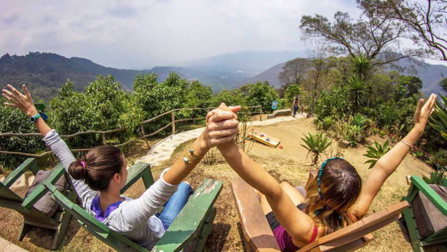 Celebración familiar por el Día de la Tierra en Antigua | Abril 2018