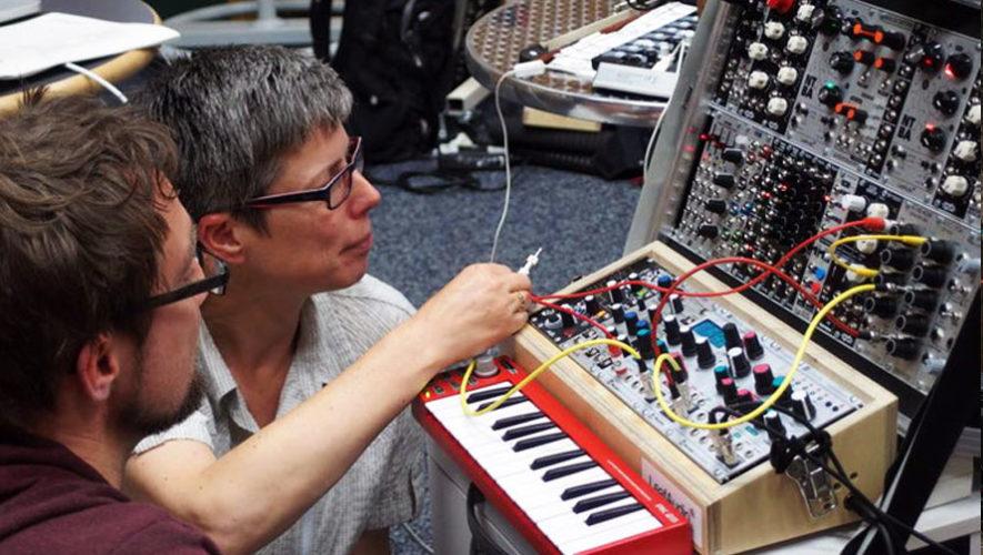 Conversatorio sobre música y sintetizadores en el FCE | Abril 2018